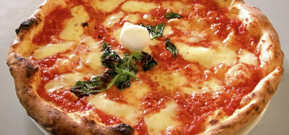 Luce, arte e pizze al pomodoro